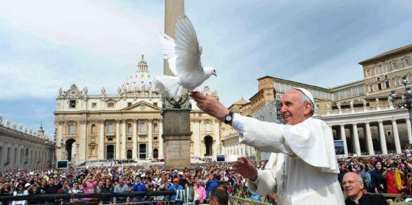 Papa-Francesco-colomba-della-Pace-2-600x299